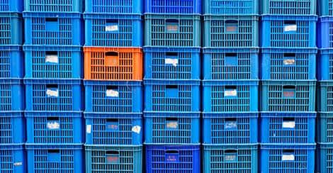 Blaue und orange Boxen